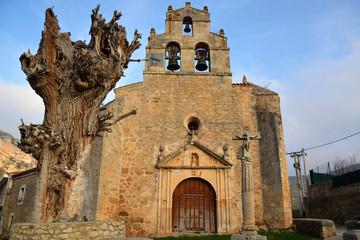 iglesia romanica en pesquera de ebro