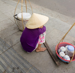 The street dealer about the road in Vietnam