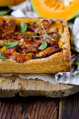 Tart with pumpkin and ham