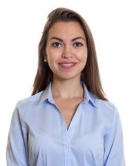 Passfoto einer Frau mit langen braunen Haaren