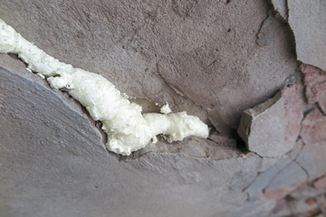 Foamed wall crack