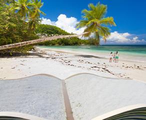 livre ouvert sur des vacances aux Seychelles