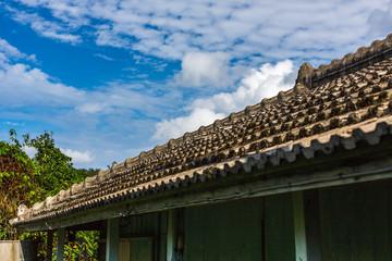 琉球式 瓦屋根 古民家