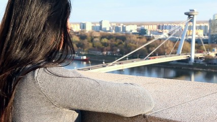 woman do watch on SNP bridge