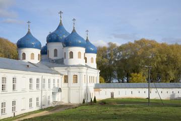 Крестовоздвиженский собор осенним днем. Свято-Юрьев монастырь