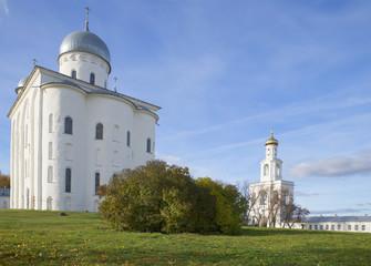 Колокольня и Георгиевский собор в Свято-Юрьеве монастыре
