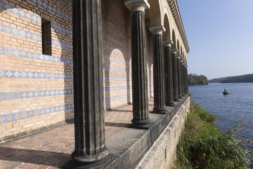 Säulengang an der Havel