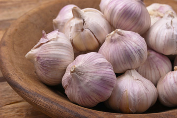 Garlic in a wooden dish