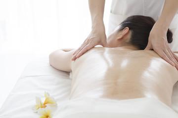 Back of oil massage