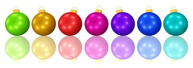 eine Reihe bunter Weihnachtsbaumkugeln