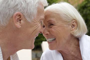 Deutschland, älteres Paar, Senioren, schauen sich an