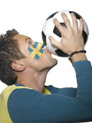 Junger Mann mit Schweden Flagge, gemalt auf Gesicht, Fußballfan