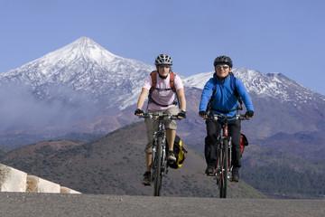 Spanien, Kanarische Inseln, Teneriffa, Paar Mountainbike