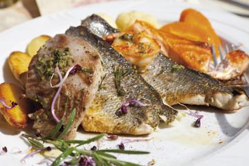 Garnierte Fischplatte, close up