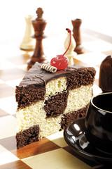 Stück Schachbrett Kuchen auf Schachbrett