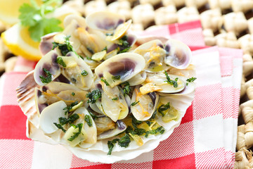 fried bean clams in olive oil