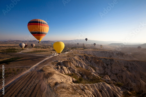 Leinwanddruck Bild inspiring beautiful landscape with hot air balloons