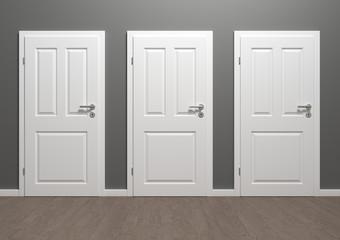 Raum mit drei weissen Türen