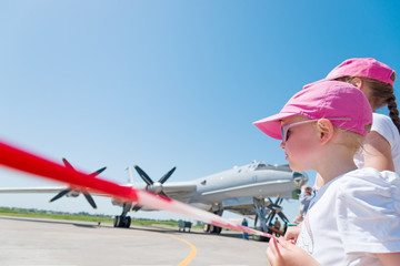 children at airshow