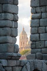 Catedral de Segovia vista desde un ojo del acueducto