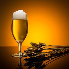 Pils bierglas mit Weizenähren