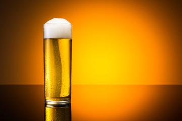 Kölner Stange (bier) mit kondenstropfen