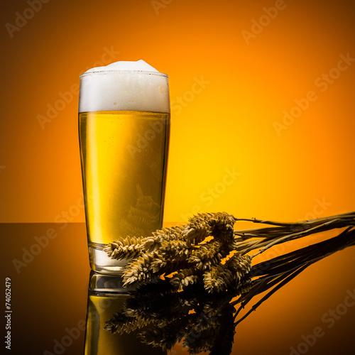 Bier im willibecher mit getreide - 74052479
