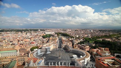 Панорама площади Святого Петра в Ватикане и вид на Рим. Италия