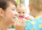 Fototapety mother teaching kid teeth brushing