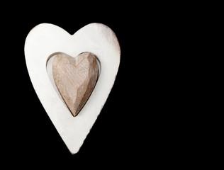 coeur en bois sur fond noir