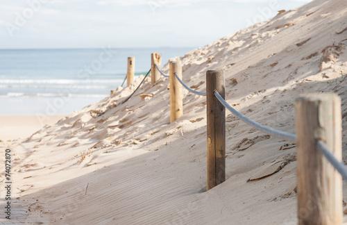 barrera en las dunas