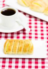 Coffee with gluten-free vanila pastry