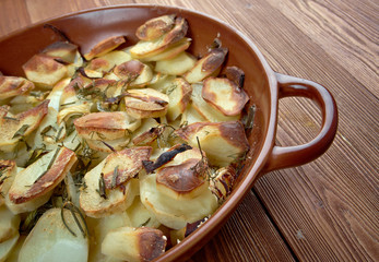 Potato and onion gratin