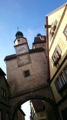 Historischer turm mit uhr rothenburg ob der tauber