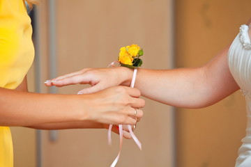 fresh flowers on hand bridesmaids at the wedding