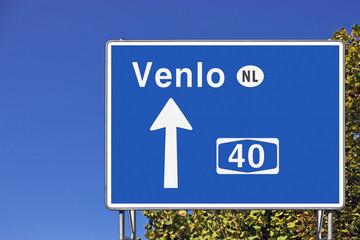Wegweiser auf A 40, Richtung Venlo