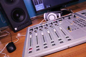 sound equipment,mixer,equalizer,amplifier