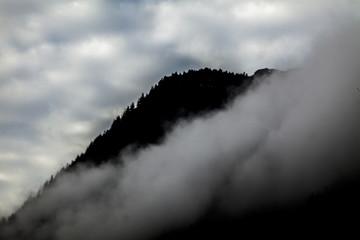 montagne con nebbia  strada del brennero tirolo trento
