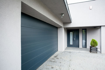 House with the garage