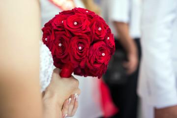 Красный свадебный букет цветов