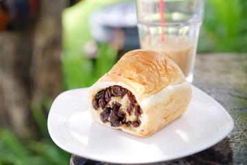 Bread stuffed with raisins