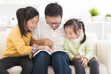 father read the book to children