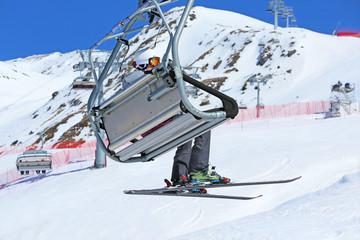 Skifahrer auf Sessellift_2014