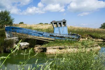 Vieux bateau abandonné