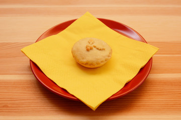 Homemade Christmas mince pie with a yellow napkin