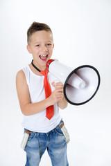 Junge mit Megafon