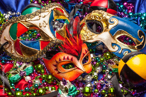 Foto op Canvas Carnaval Three Mardi Gras Masks and Beads