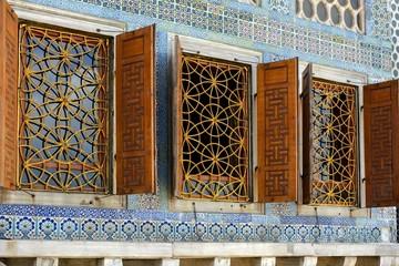 Janelas com grades douradas no Palacio Topkapi