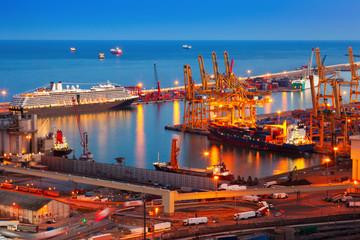 industrial port de Barcelona in night