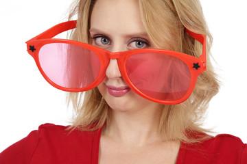 femme avec énormes lunettes